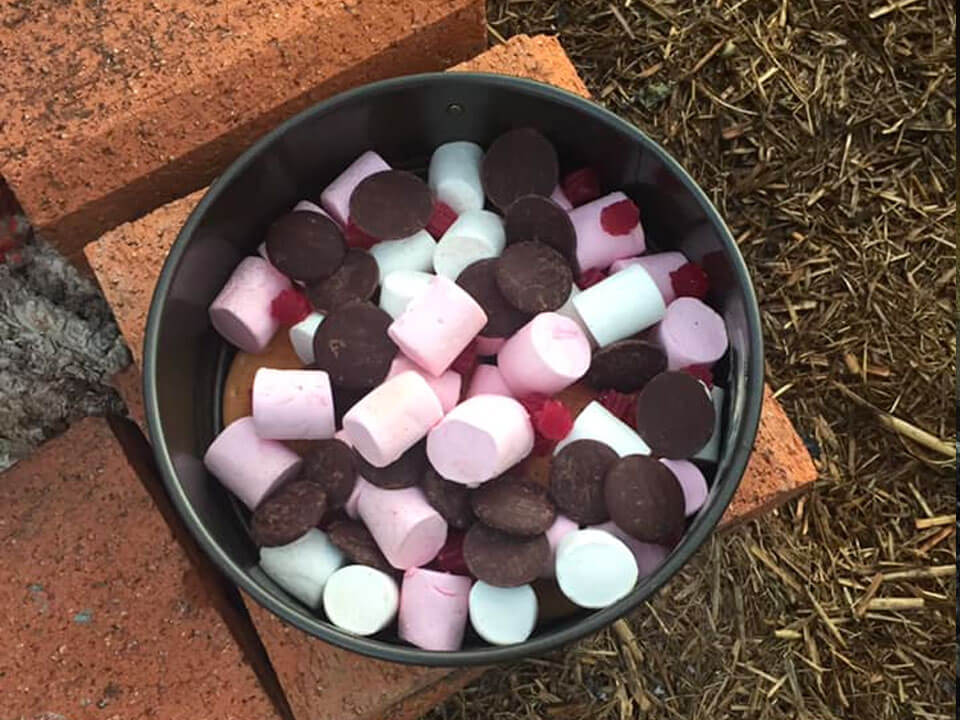 mix all of the ingredients together to make the camp oven rocky road